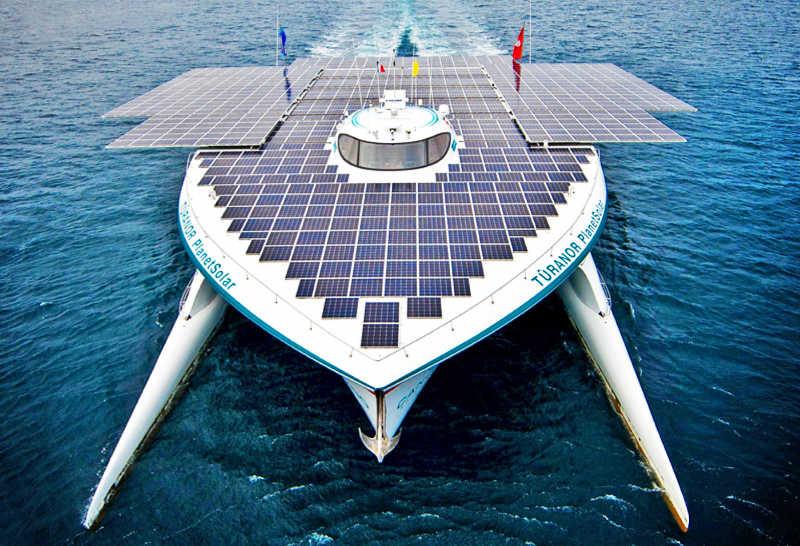 Кругосветное плаванье на солнечной энергии (+видео)