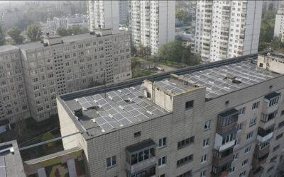 Солнечная электростанция на крыше троещинской многоэтажки (видео)